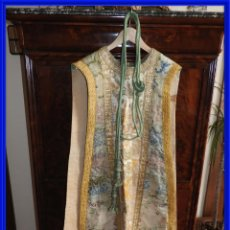 Antigüedades: CASULLA DE IGLESIA SIGLO XIX CON BORDADOS. Lote 293434793