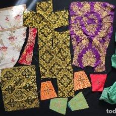 Antigüedades: CONJUNTO DE DOCE SEDAS ORNAMENTADAS CON DAMASCOS, BROCADOS Y ESTAMPADOS. HACIA 1900.. Lote 293509873