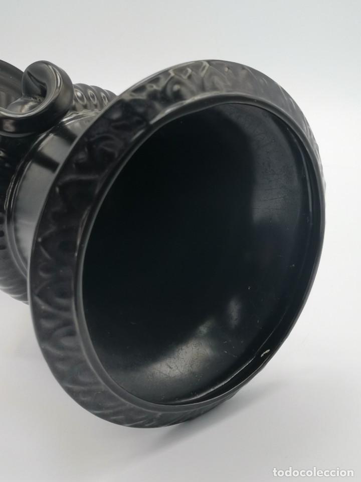 Antigüedades: Magnífico jarrón de cerámica Dartmouth England. 23 cm. - Foto 16 - 293541443