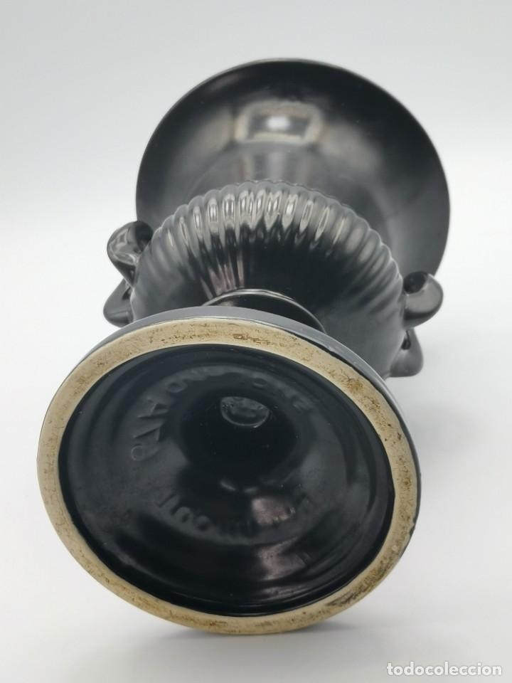 Antigüedades: Magnífico jarrón de cerámica Dartmouth England. 23 cm. - Foto 19 - 293541443