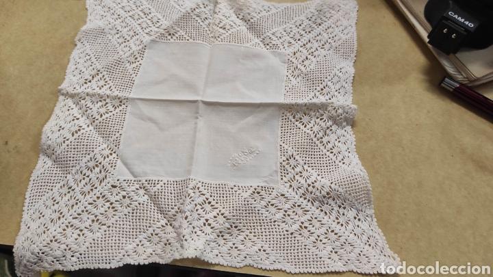 Antigüedades: pañuelo antiguo bordado Rosa. medidas 22 x 22 cms - Foto 2 - 293573303