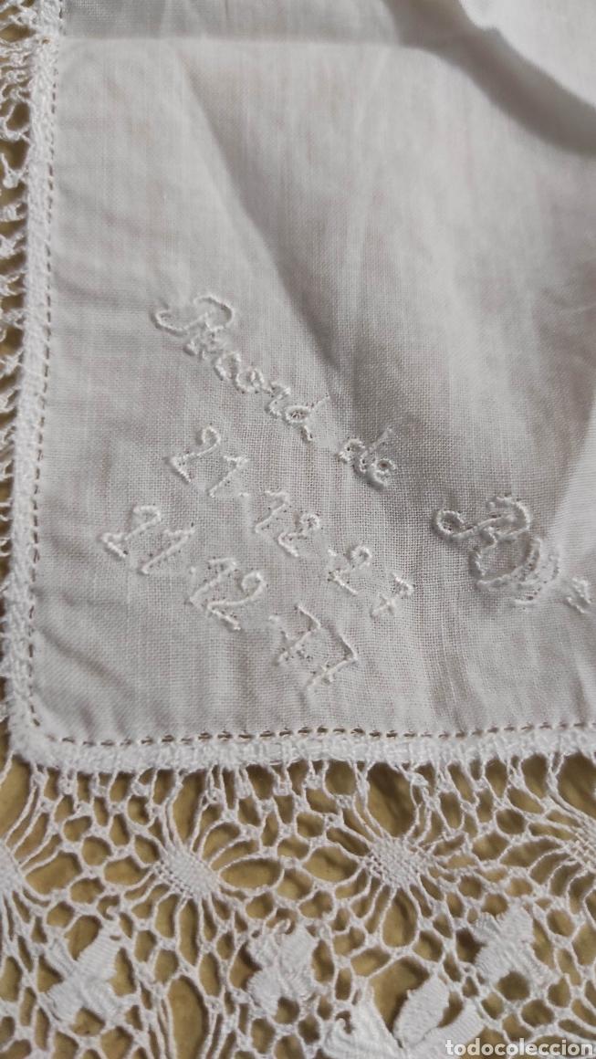Antigüedades: antiguo pañuelo bordado con unas letras - Foto 2 - 293573718