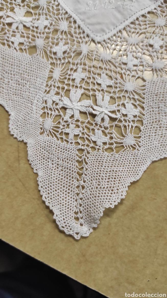 Antigüedades: antiguo pañuelo bordado con unas letras - Foto 3 - 293573718