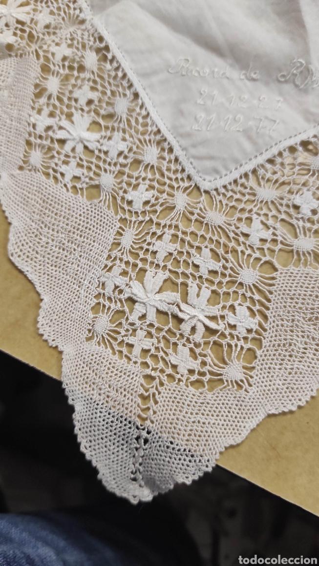 Antigüedades: antiguo pañuelo bordado con unas letras - Foto 4 - 293573718