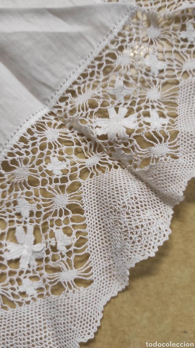 Antigüedades: antiguo pañuelo bordado con unas letras - Foto 5 - 293573718