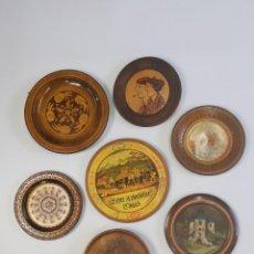 Antigüedades: INTERESANTE COLECCIÓN DE PLATOS DE MADERA. DIFERENTES MARCAS Y DISEÑOS. 25-30 CM.. Lote 293591993