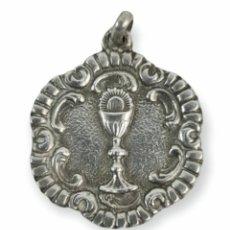 Antigüedades: MEDALLA EN PLATA. CÁLIZ. PPS SXX 25X29MM. Lote 293617238
