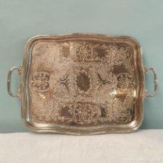 Antigüedades: BANDEJA METÁLICA CON ASAS. Lote 293703568