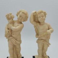 Antiquités: PRECIOSA PAREJA DE FIGURAS DE NIÑOS, CAMPOS ORRICO. CARAVACA. 25 CM.. Lote 293780963