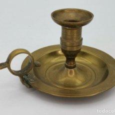 Antigüedades: ANTIGUA LÁMPARA PALMATORIA DE BRONCE PARA VELA.. Lote 293789883