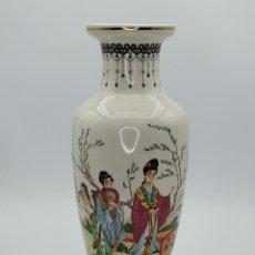 Antigüedades: JARRÓN DE PORCELANA CHINA. BONITOS MOTIVOS DECORATIVOS PICTÓRICOS. 36 CM.. Lote 293872223