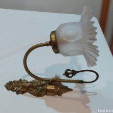 Antigüedades: BONITO APLIQUE DE PARED ANTIGUO DE BRONCE. Lote 293905778