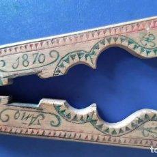 Antigüedades: (ANT-211001)PARTEPIÑONES CASCANUECES EN MADERA TALLADA ARTE PASTORIL - FECHADO AÑO 1870 - SIGLO XIX. Lote 293916278