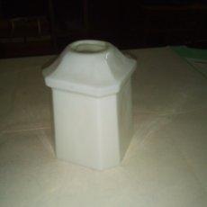 Antigüedades: TULIPA OPALINA BLANCA CUARTO DE BAÑO. Lote 293950508