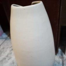 Antigüedades: JARRÓN DE GRES FIRMADO SERRA. Lote 294068128