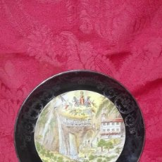 Antigüedades: BONITO PLATO DE LA VIRGEN DE COVADONGA, PORCELANA S.S. ALBA, OVIEDO.. Lote 294113608