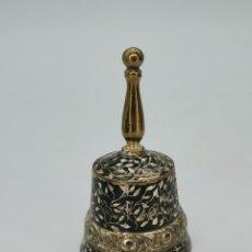 Antigüedades: CAMPANA DE PRECIOSA Y DETALLADA ELABORACIÓN. 10,5 CM.. Lote 294120538