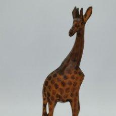 Antiquités: BONITA FIGURA. JIRAFA DE MADERA TALLADA. 29 CM.. Lote 294153018