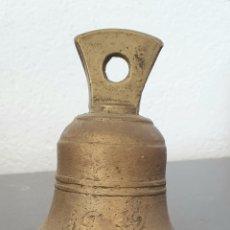 Antigüedades: CAMPANA DE BRONCE, FECHADA EN 1932.. Lote 294435053