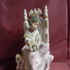 Antigüedades: FIGURA DE PORCELANA FALLERA VALENCIANA NIÑA SENTADA DE LLADRO.. Lote 294457428