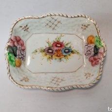 Antigüedades: BONITA JABONERA PORCELANA BOTET. Lote 295002463