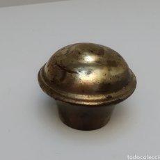 Antigüedades: 1 TAPON FINAL BARRA CORTINA DE LATON. DIÁMETRO 20MM.. Lote 295002958