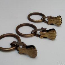 Antigüedades: 3 ANILLAS CON PINZA DE LATÓN. Lote 295003913