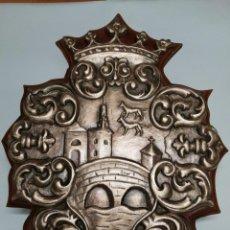 Antigüedades: ESCUDO DE BRONCE DE BILBAO. Lote 295021318