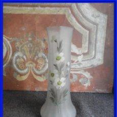 Antigüedades: JARRON DE CRISTAL CON DIBJOS A MANO DE FLORES. Lote 295039078