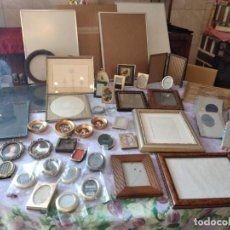Antigüedades: LOTE DE MARCOS DE FOTOS VARIOS TAMAÑOS Y MODELOS, DE METAL Y MADERA.. Lote 295367313