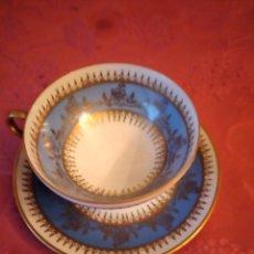 Antigüedades: PRECIOSO SOLITARIO DE CAFÉ DE PORCELANA JL MENAU GERMANY ,AZUL Y ORO. AÑOS 50. Lote 295409038