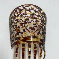 Antigüedades: PEINETA DE PASTA SIMIL CAREY. MEDIADOS S.XX.. Lote 295470493
