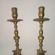 Antigüedades: ANTIGUOS CANDELABROS DE BRONCE DEL SIGLO XIX. Lote 295485123