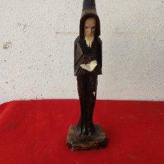 Antigüedades: FIGURA RELIGIOSA DE MADERA MONJE. Lote 295494078