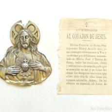 Antigüedades: PLACA PARA PUERTA DEL CORAZÓN DE JESÚS. HOJILLA CON ACTO DE CONSAGRACIÓN AL CORAZÓN DE JESÚS. Lote 295496958