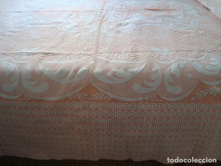 Antigüedades: ANTIGUA COLCHA DE ALGODÓN ROSA Y BLANCO 210cm x 255cm. - Foto 4 - 129008539