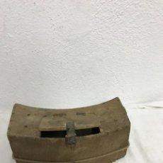 Antigüedades: CURIOSA Y ANTIGUA RIÑONERA DE CAZADOR!. Lote 295552293