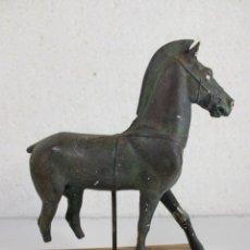 Antigüedades: ESCULTURA CABALLO SIN PARTAS. Lote 295562988