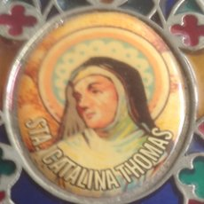 Antigüedades: VIDRIERA DE PIE CON STA. CATALINA THOMAS. Lote 295588098
