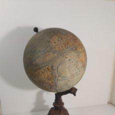 Antigüedades: GLOBO TERRÁQUEO J. FOREST DE 1920. Lote 295595033