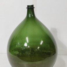 Antigüedades: GRAN DAMAJUANA - CRISTAL SOPLADO - VIDRIO VERDE - ALTURA 66 CM. Lote 295690303