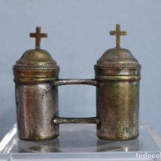 Antigüedades: SANTOS ÓLEOS ELABORADOS EN METAL PLATEADO. HACIA 1900. MIDEN 8 X 7 CM.. Lote 295746283