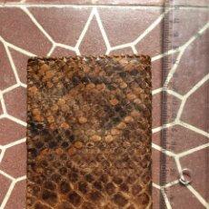 Antigüedades: ANTIGUA CARTERA DE PIEL (IGNORO SI ES SERPIENTE) INTERIOR VACUNO. Lote 295790048