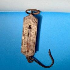 Antigüedades: MUY ANTIGUA BALANZA DE BOLSILLO DE HIERRO POCKET BALANCE KILOS SPANISH. Lote 295962153