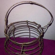 Antigüedades: ANTIGUA CESTA HUEVERA ACEPTO OFERTAS. Lote 295999808