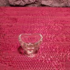 Antigüedades: ANTIGUA BAÑERA OCULAR DE CRISTAL PRENSADO AÑOS 30-40. Lote 296059323