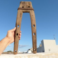 Antigüedades: HORCATE, FORCAT, YUGO DE UNA SOLA PIEZA DE MADERA DE ENCINA O CARRASCA, 46CM, 1280GR. Lote 296711663
