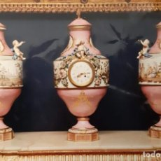 Antigüedades: IMPORTANTISIMA GUARNICIÓN DE PORCELANA MEISSEN, RELOJ CON JARRONES DEL S.XIX,ANTIGUEDADES,ARTE,XX.. Lote 296743218