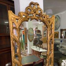 Antigüedades: ESPEJO TALLADO EN MADERA Y PAN DE ORO. Lote 296799883