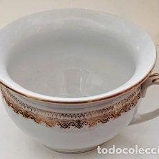 Antigüedades: ESCPIDERA ORINAL, DE CERAMICA CON CENEFA DORADA. ESCUP-15. Lote 296807598